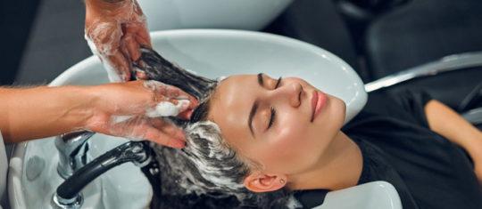 laver un cheveu bouclé
